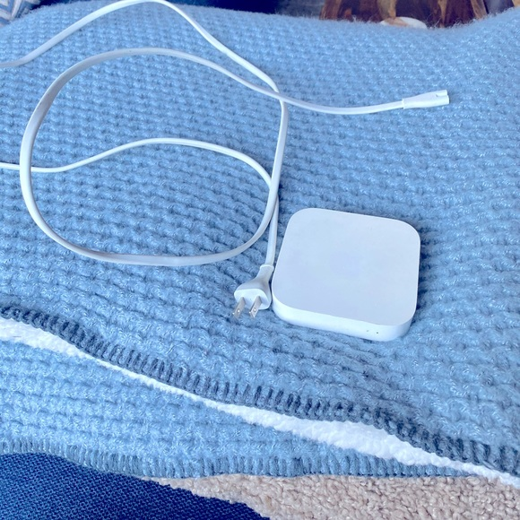 Apple model A1392 airport express Router
